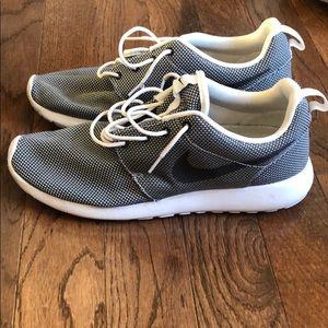 Men's Nike Rosche: Size 11